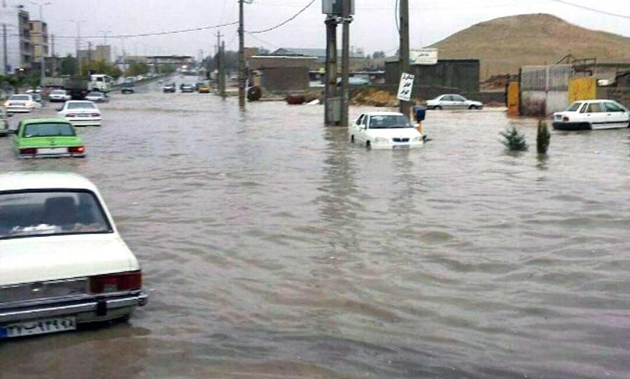 آبهای سطحی حاصل از باران در کرمانشاه