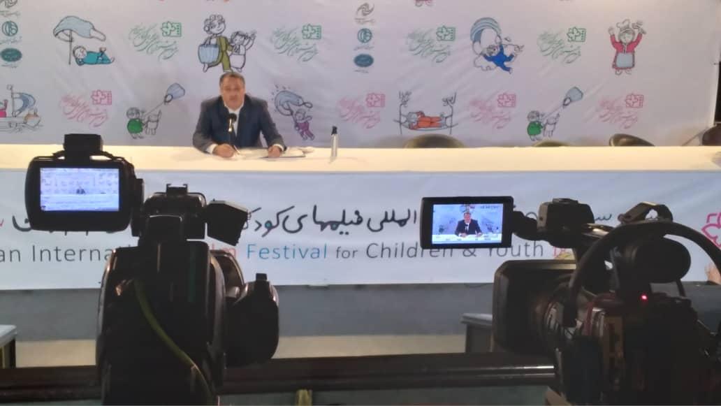 علیرضا تابش اسامی نامزدهای بخش رقابتی سینمای ایران سی و سومین جشنواره بین المللی فیلم های کودک و نوجوان را اعلام کرد