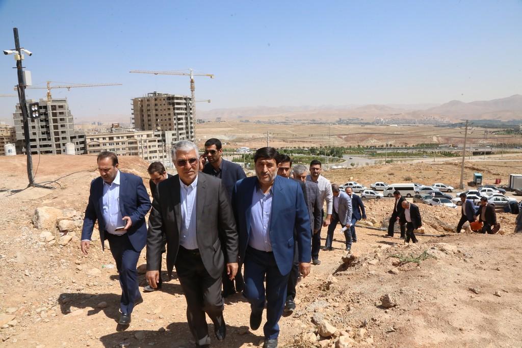 استاندار فارس در مراسم افتتاح ۶۰۸ واحد مسکونی در شیراز