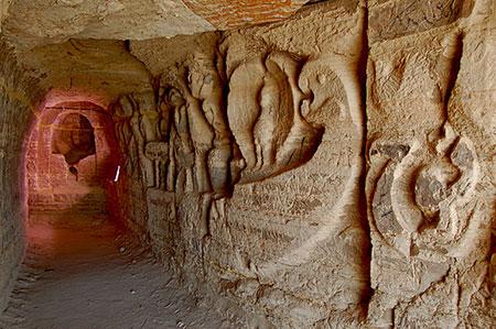 نقش های باستانی در جزیره قشم