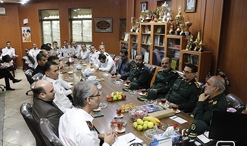 دیدار فرمانده سپاه گیلان با اتش نشانان