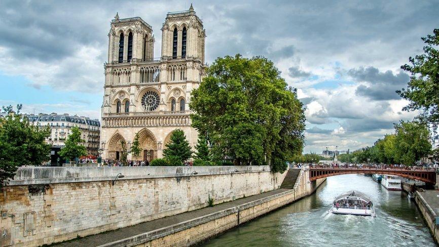 کلیسای جامع نوتردام در پاریس، فرانسه