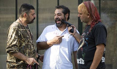 مهدی کوشکی، سام قریبیان و شاهد احمدلو در فیلم سینمایی سیاهباز
