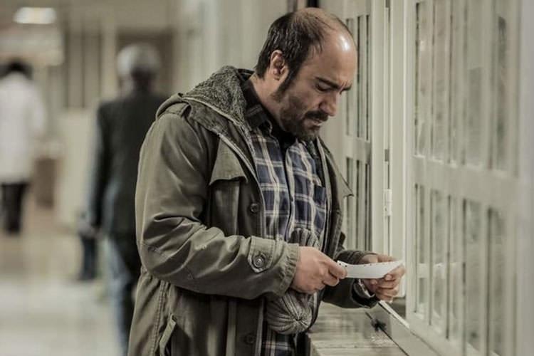 محسن تنابنده در فیلم سینمایی شکستن همزمان بیست استخوان- رونا مادر عظیم