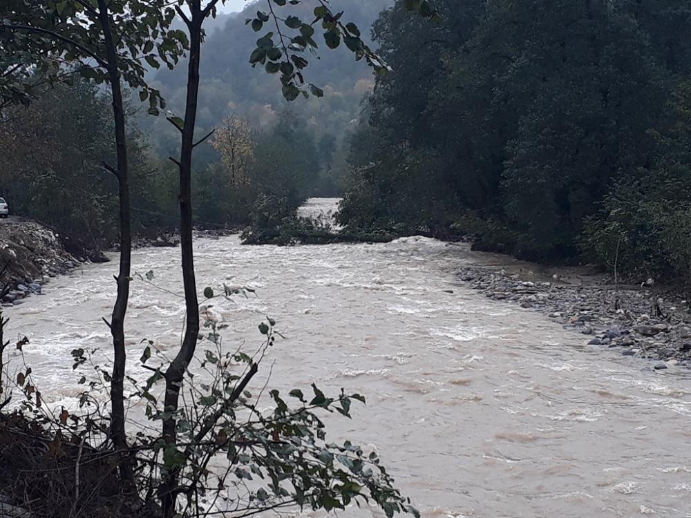 بررسی خسارات سیل در روستای کمادول شهرستان فومن