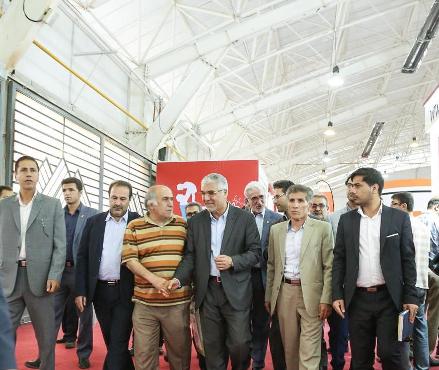 استاندار فارس در حاشیه بازدید از نمایشگاه صنعت ساختمان