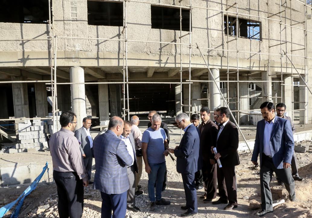 استاندار فارس در بازدید از روند عملیات اجرایی پروژه ورزشگاه شش هزار نفری شیراز