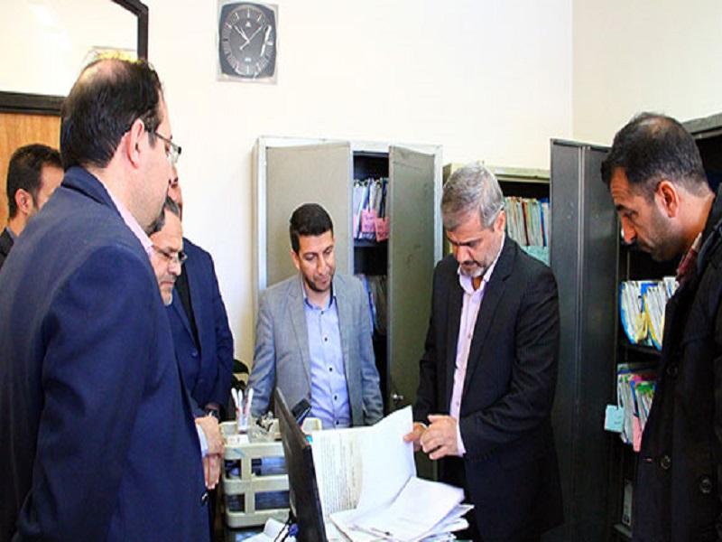 بازدید سرزده رئیس کل دادگستری استان فارس از دادگاه عمومی بخش زرقان 3