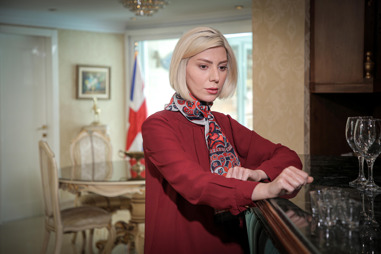 بیانیا محمودی در نقش شارلوت سریال گاندو2