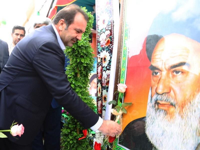 استاندار فارس در مراسم نواختن زنگ انقلاب 3