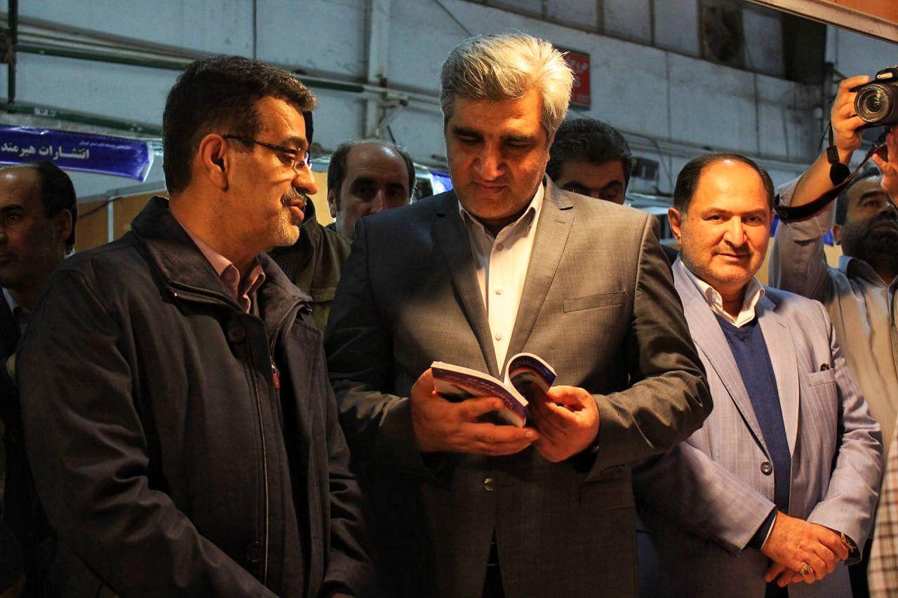 بازدید استاندار گیلان از نمایشگاه کتاب استان