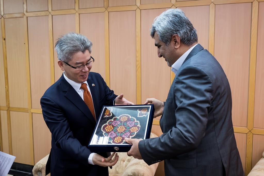 استاندار گیلان در دیدار با سفیر کره جنوبی