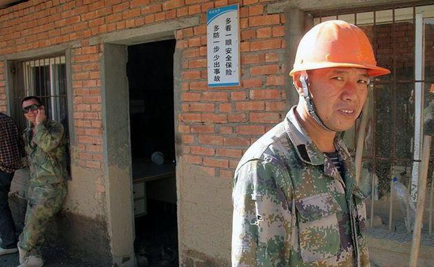 5 میلیون تومان جایزه نقدی برای یافتن مرد چینی گم شده در مسجد سلیمان
