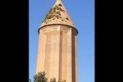 سبز شدن علف های هرز روی برج گنبد قابوس