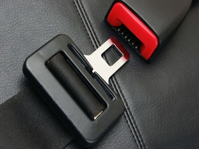 بستن کمربند ایمنی برای سرنشینان عقب خودرو الزامی است
