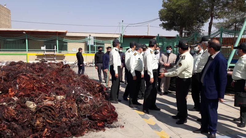 کشف حدود 30 تن کابل برق توسط ماموران نیروی انتظامی در خمینی شهر