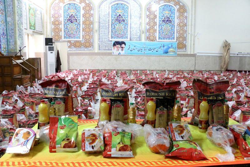 توزیع  170 بسته معیشتی بین نیازمندان در شهرستان  آران و بیدگل