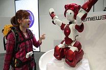 ربات همه فن حریف در فرودگاه توکیو + تصاویر