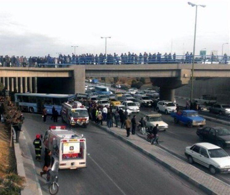 سقوط موتورسوار ۴۳ ساله از پل چمران اصفهان