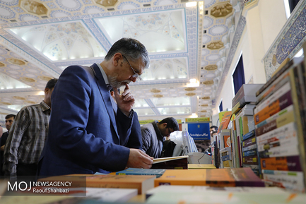 بازدید وزیر ارشاد از سی و دومین نمایشگاه کتاب تهران/سیدعباس صالحی وزیر فرهنگ و ارشاد اسلامی