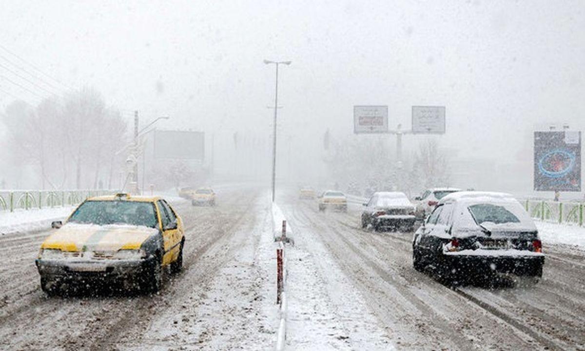 بارش برف و باران در محورهای پنج استان کشور