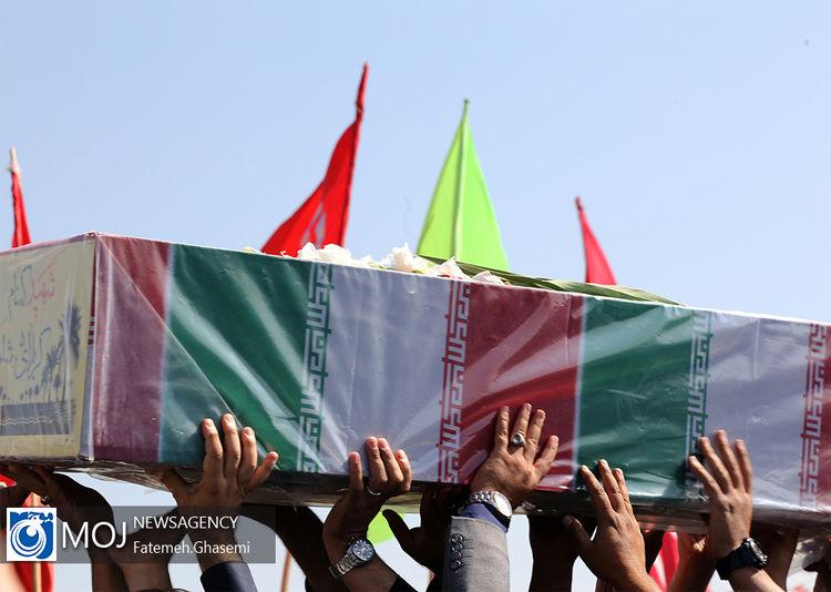 تشییع پیکر شهدای گمنام در دریاچه شهدای خلیج فارس