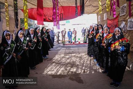 آغاز سال تحصیلی با حضور خانواده شهید حججی در هنرستان شهدای فرهنگی