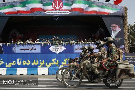 رژه یگان های نمونه نیروهای مسلح در بندرعباس
