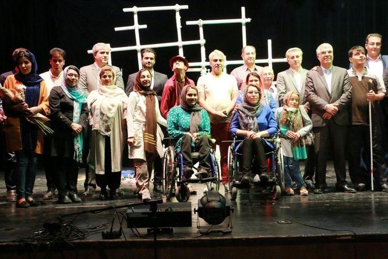 """نمایش """"راز درخت مقدس"""" توسط گروه هنرمندان معلول جسمی باران، به روی صحنه رفت"""
