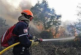 آتش سوزی ۱۰۰ متر مربع از حاشیه جاده منطقه حسن لنگی