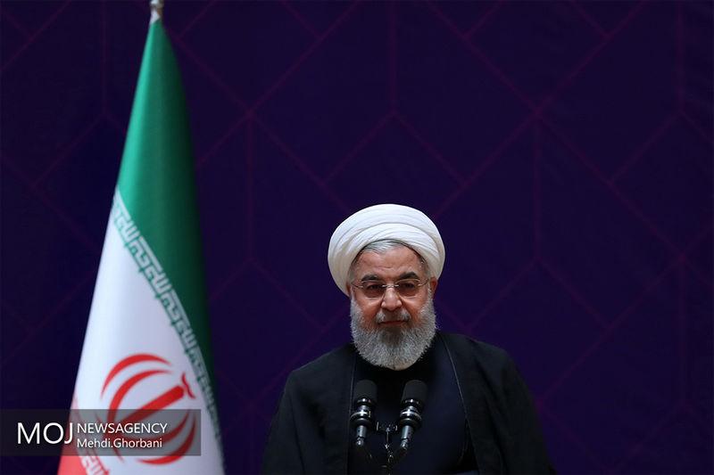 روحانی از نمایشگاه محصولات دانش بنیان منتخب یزد بازدید کرد
