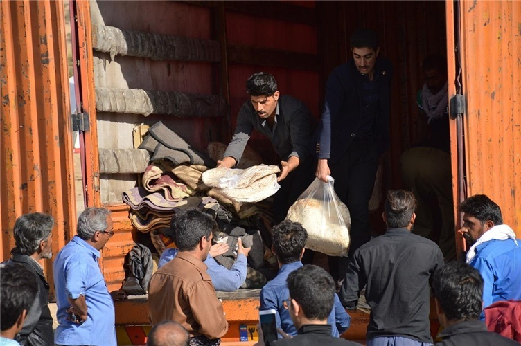 کمک های اهدایی امور مالیاتی استان اصفهان به زلزله زدگان غرب کشور ارسال شد