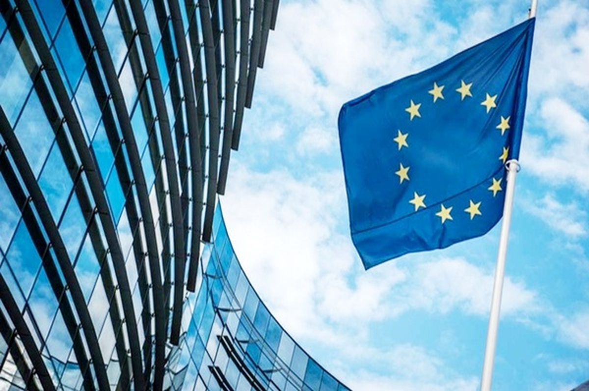 اقدام ضد اپل اتحادیه اروپا برای یکسان سازی شارژرهای موبایل