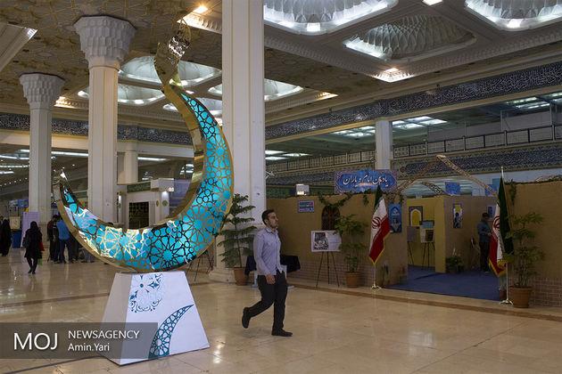 آمادهسازی نمایشگاه قرآن برای برنامههای شب قدر