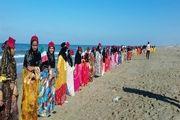 تشکیل زنجیره انسانی در امتداد ساحل بوموسی توسط حافظان خلیج فارس