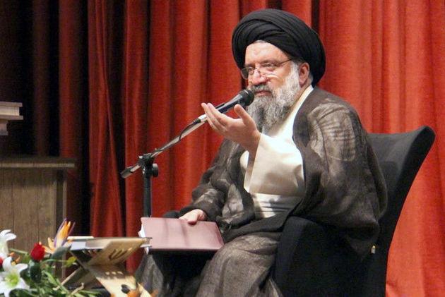 در معرفی امام(ره) از برداشتهای شخصی پرهیز کنیم