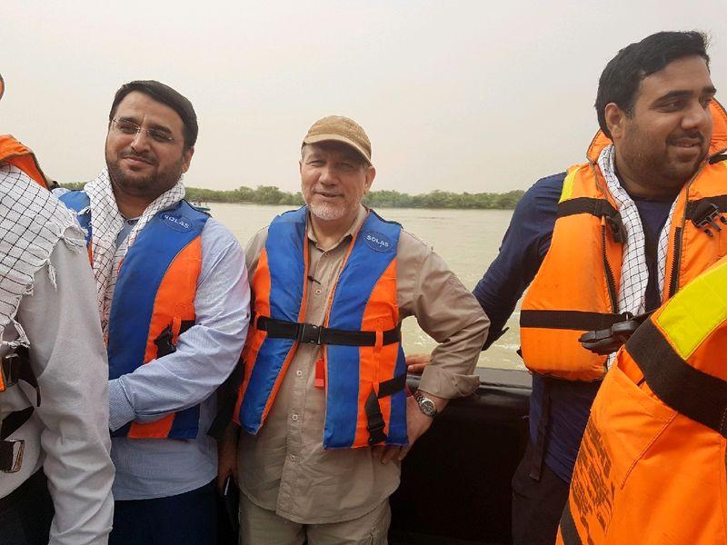 مشاور مقام معظم رهبری  از اروند رود و بندر تجاری خرمشهر بازدید کرد