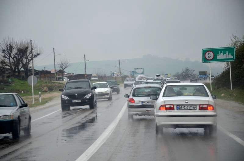 محورهای مواصلاتی اصفهان بر اثر بارش باران لغزنده است