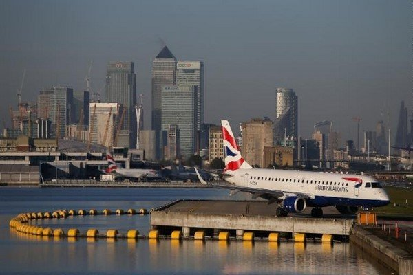 پروازهای فرودگاه لندن لغو شد