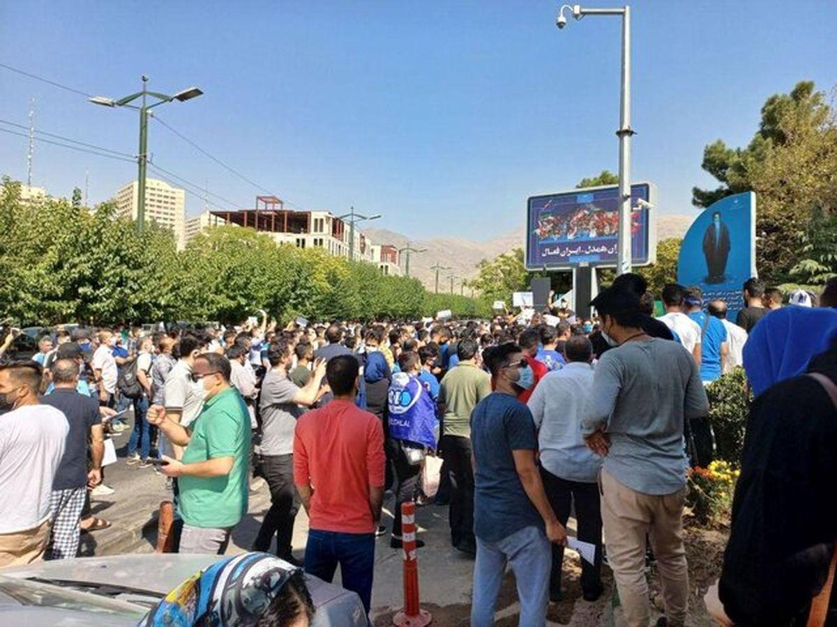 تجمع استقلالیها مقابل وزارت ورزش