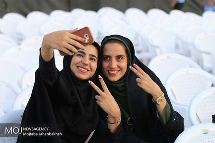 تماشای+فوتبال+و+شادی+مردم+اصفهان+بعد+از+برد+ایران+مقابل+مراکش+در+جام+جهانی+۲۰۱۸+روسیه+
