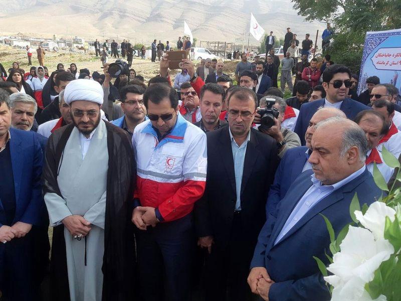 اولین سالگرد درگذشتگان زلزله کرمانشاه برگزار شد