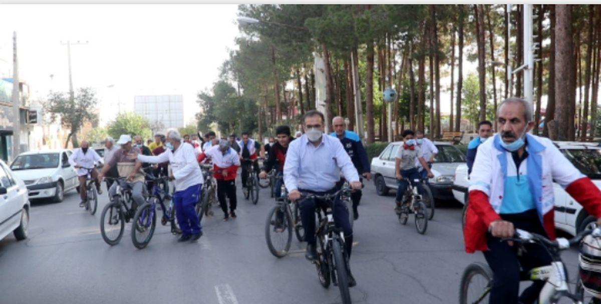 همایش دوچرخه سواری جوانان و امدادگران و داوطلبان هلال احمر میبد