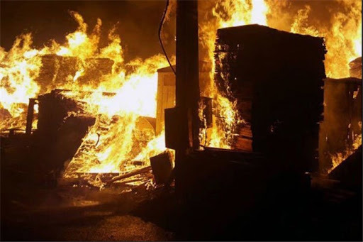 3 مصدوم دراثر انفجار یک مغازه تعویض روغنی در خیابان مولوی