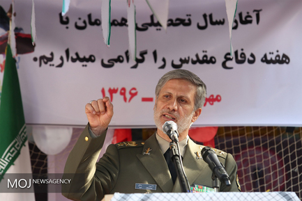 سال تحصیلی با حضور وزیر دفاع در مدرسه شهید رحمانی