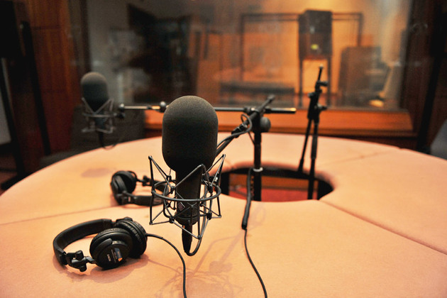 سریال پلیسی از رادیو پخش میشود
