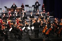 ارکستر ملی ایران به رهبری سهراب کاشف بچه های امید را اجرا کرد