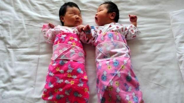 والدین چینی به آوردن فرزند دوم تشویق میشوند