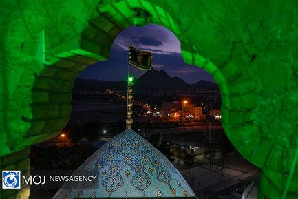 تعویض پرچم گنبد مسجد مقدس جمکران به مناسبت ماه محرم
