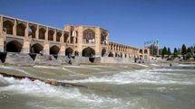 زاینده رود 11 فروردین جاری می شود/13 به در اصفهانی در کنار زاینده رود پر آب